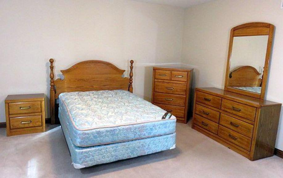 Auction Ohio | Lea Furniture Bedroom Set