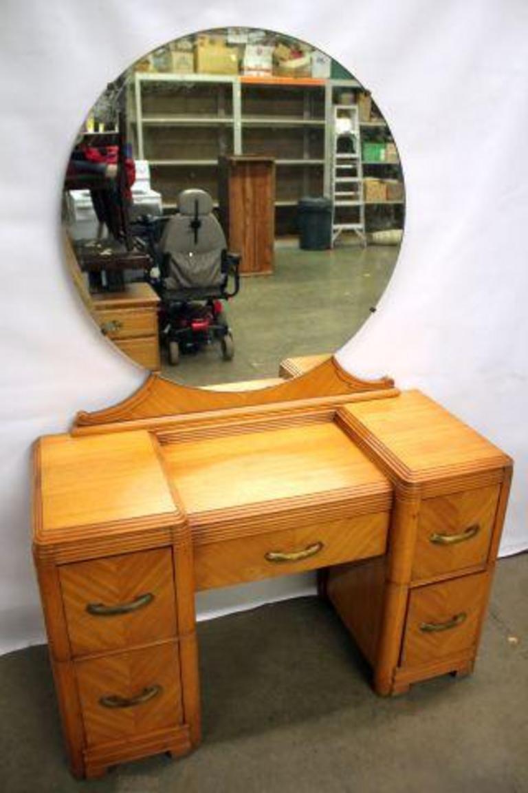Auction Ohio Antique Vanity