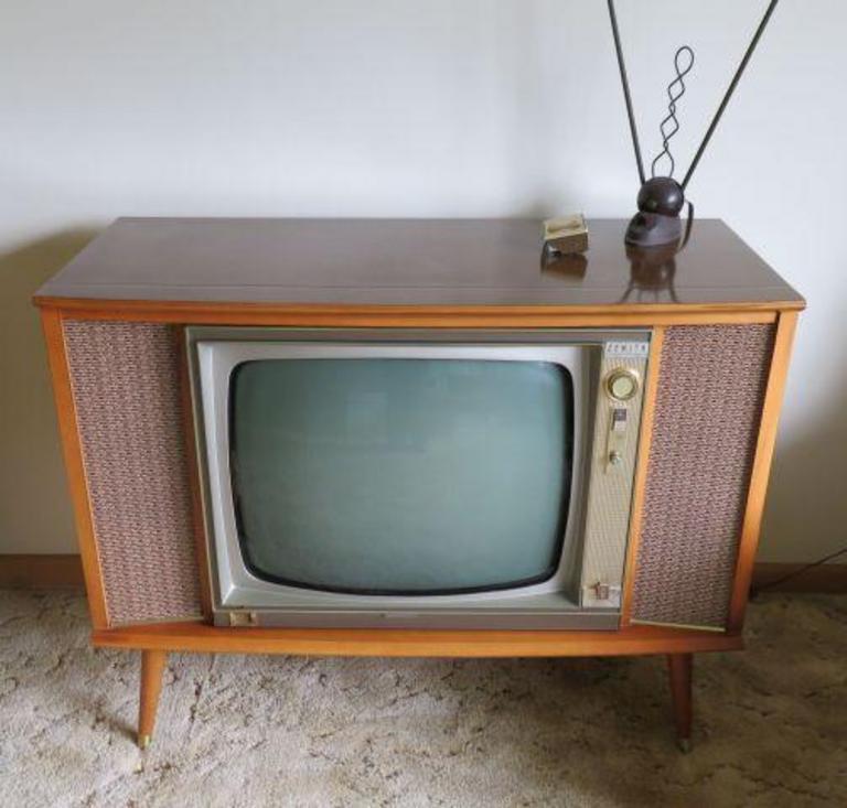 Auction Ohio | Zenith Console TV