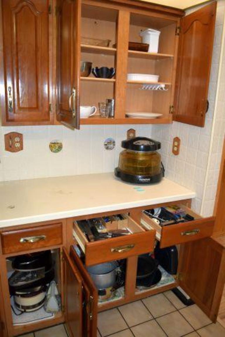 Auction Ohio | Kitchen Cabinet Contents